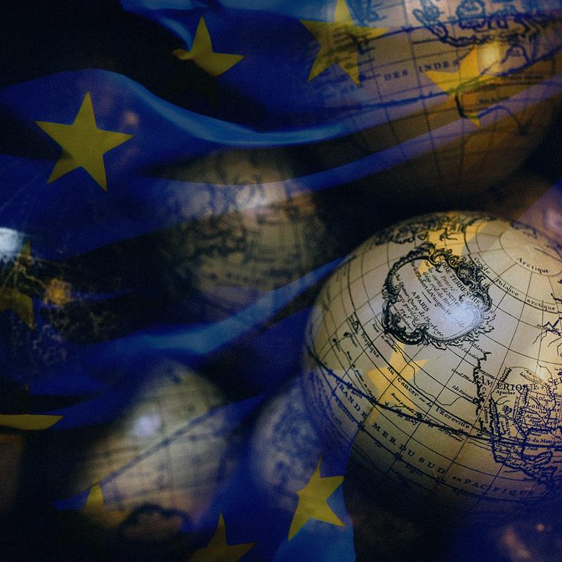 Globen und Europaflagge