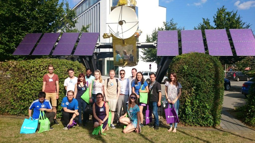 Gruppenfoto nach METEOSAT-Besuch